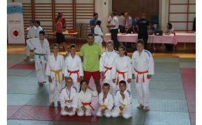 Udeleženci turnirja s trenerjem Knafelc Ivanom ter imetniki medalj v kategoriji U10,U12