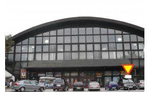 Medgeneracijski center se nahaja v športni dvorani.