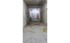 Prenova garderob in sanitarij v kobariški telovadnici je v polnem teku. Foto: Marko Miklavič