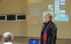 Predavateljica Lilijana Mandelj