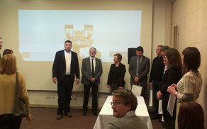 Projektni partnerji pri podpisu pogodb