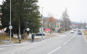 Pločnik in kolesarsko stezo potrebujemo ob vseh prometnejših cestah v občini.