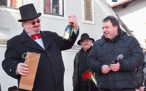 Vodja karnevala Slavko Jezernik z županom Brankom Petretom in podžupanom Viktorjem Štokojnikom