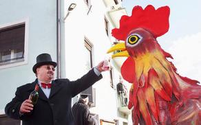 Sandi Legvart in njegov rdeči petelin, simbol karnevala