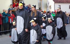Otroci Vrtca Mavrica Vojnik iz enote Socka kot pingvini