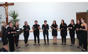 Vokalna skupina Kolorina med lanskim nastopom v Jernejevem domu (foto: Lea Sreš).