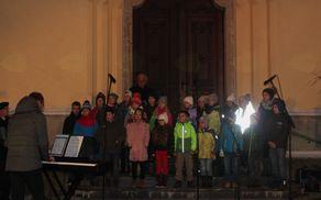 Otroški zbor Hozana ob odprtju Božičnega Vojnika