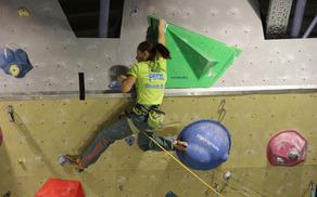 Mina Markovič na tržiški plezalni steni (foto Arhiv PD Tržič)
