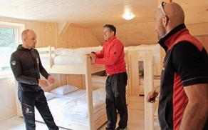 S sredstvi, ki jih je Planinsko društvo Tržič prejelo na občinskem razpisu o dodeljevanju spodbud za razvoj podjetništva in gospodarstva, je bila v Domu pod Storžičem urejena soba s skupnimi ležišči