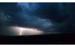 Močna večerna nevihta južno od Sevnega