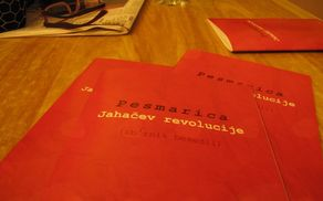 Pesmarica Jahačev revolucije