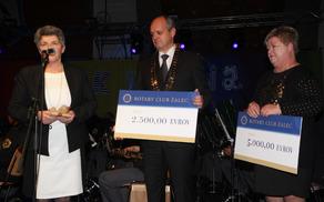 Od leve proti desni: ravnateljica Andreja Zupan, Stane Veniger in Majda Pikl