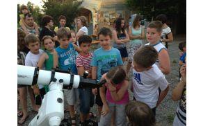 Osnovna dejavnost je delo z mladimi - utrinek z opazovanja z najmlajšimi