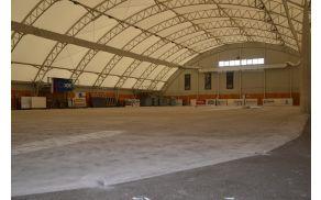 Prenova podlage v športni dvorani se bo kmalu zaključila.
