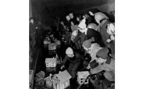 Spuščanje gregorčkov v Tržiču nekoč (fotoarhiv Tržiški muzej)
