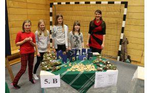 Učenke in učenci 5. b razreda so izdelali veliko voščilnic, aranžmajev in okraskov (foto Media butik)