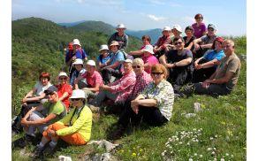 Na vrhu Gomile smo z veseljem posedli pred Tatjanin objektiv (foto Tatjana Rodošek)