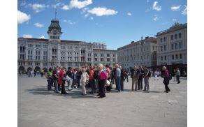 Skupina udeležencev ekskurzije z vodičko Eriko Bezin, 12. maja 2013
