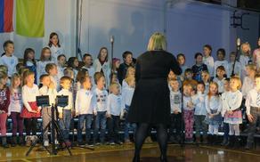 Pevski zbor pod vodstvom Katje Avsenik