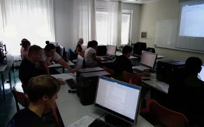 Foto (T.V.): Računalniško – digitalno izobraževanje