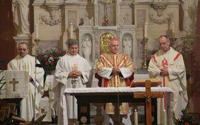 Duhovniki ob nadškofu