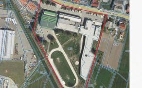 Z rdečo barvo je označeno funkcionalno zemljišče, kjer se opravlja dejavnost vzgoje in izobraževanja v Poljčanah.