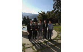 Včeraj so Bled obiskali ministrica za infrastrukturo Alenka Bratušek, minister za razvoj, strateške projekte in kohezijo, Marko Bandeli in minister za Slovence po svetu, Peter Česnik, skupaj s poslancem Francem Kramarjem.