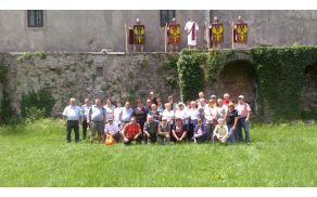 Skupinska slika z rimskimi vojščaki v gradu