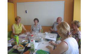 Bodoči člani univerze razmišljajo o študijskih programih.
