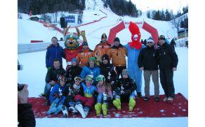 Fotografija zmagovalcev z ekipne tekme v Kitzbuhlu v lanski smučarski sezoni