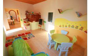 Urejeni in dobro opremljeni prostori omogočajo delo in igro.