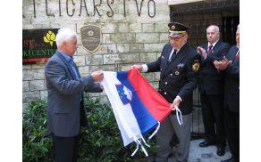 Odkrili spominsko ploščo v zahvalo za pogumno dejanje ob osamosvojitvi Slovenije