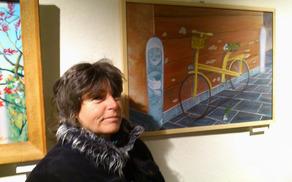 Irena Gorenc s svojo sliko v akrilu