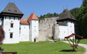 Lepo obnovljen vhod v Žički samostanki kompleks