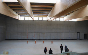V novi športni dvorani pri OŠ T. Pavčka nadaljujejo z notranjimi deli. Foto: Nataša Rupnik