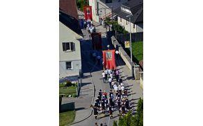 Mengeška godba na telovski procesiji