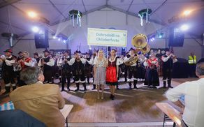 Mengeški godbeniki smo s koračnico otvorili Oktoberfest v Ljubljani
