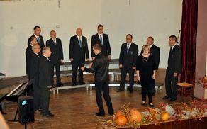 Moški pevski zbor Kras in solistka Alenka Marušič