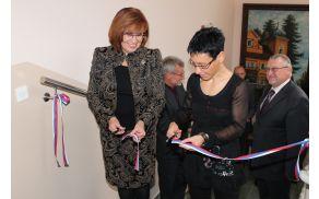 Nove prostore je skupaj z v. d. direktorice Valentino Winkler Skaza slovesno otvorila državna sekretarka na Ministrstvu za zdravje Brigita Čokl.