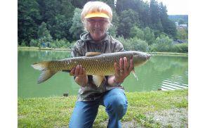 Stanislava Tamše z ribo amur