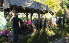 Kostanjev piknik na piknik placu