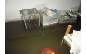 Poplavljena klet šempetrske bolnišnice. (Foto: www.rtvslo.si)