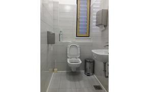 Prenovljene sanitarije za odvzem urina