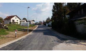 Pogled na obnovljen in novo izgrajen del Prešernove ceste proti izvozu na glavno cesto