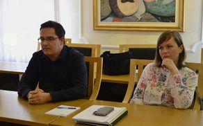 Gregor Kranjec in Tea Ulaga predstavnika podjetja Publikus sta predstavila kratkotočne in dolgoročne rešitve, ki jih načrtujejo v zvezi s Suhadolsko jamo