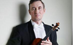 Profesor Ildar Gatov je velik mojster violine.