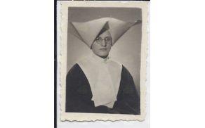 S.. Justa (Ivana) Slana, Vnanje Gorice 75, rojena 25. 6. 1912. V Družbo HKL vstopila 1933. Umrla 1986 Miren. (Bila provincialna predstojnica ali vizitatorica od 1963-1972)
