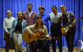 Skupina The Eccentrics je skupaj z Anjo Pustak Lajovic posnela novo pesem, z zelo močnim sporočilom