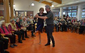 Tango sta z občutkom zanj zaplesala Maja Marenče in Damjan Mohorič.