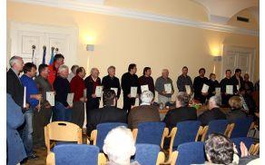 Priznanja je za svoj osebni prispevek k delovanju društva prejelo 28 članov. (Foto: Simon Kovačič)